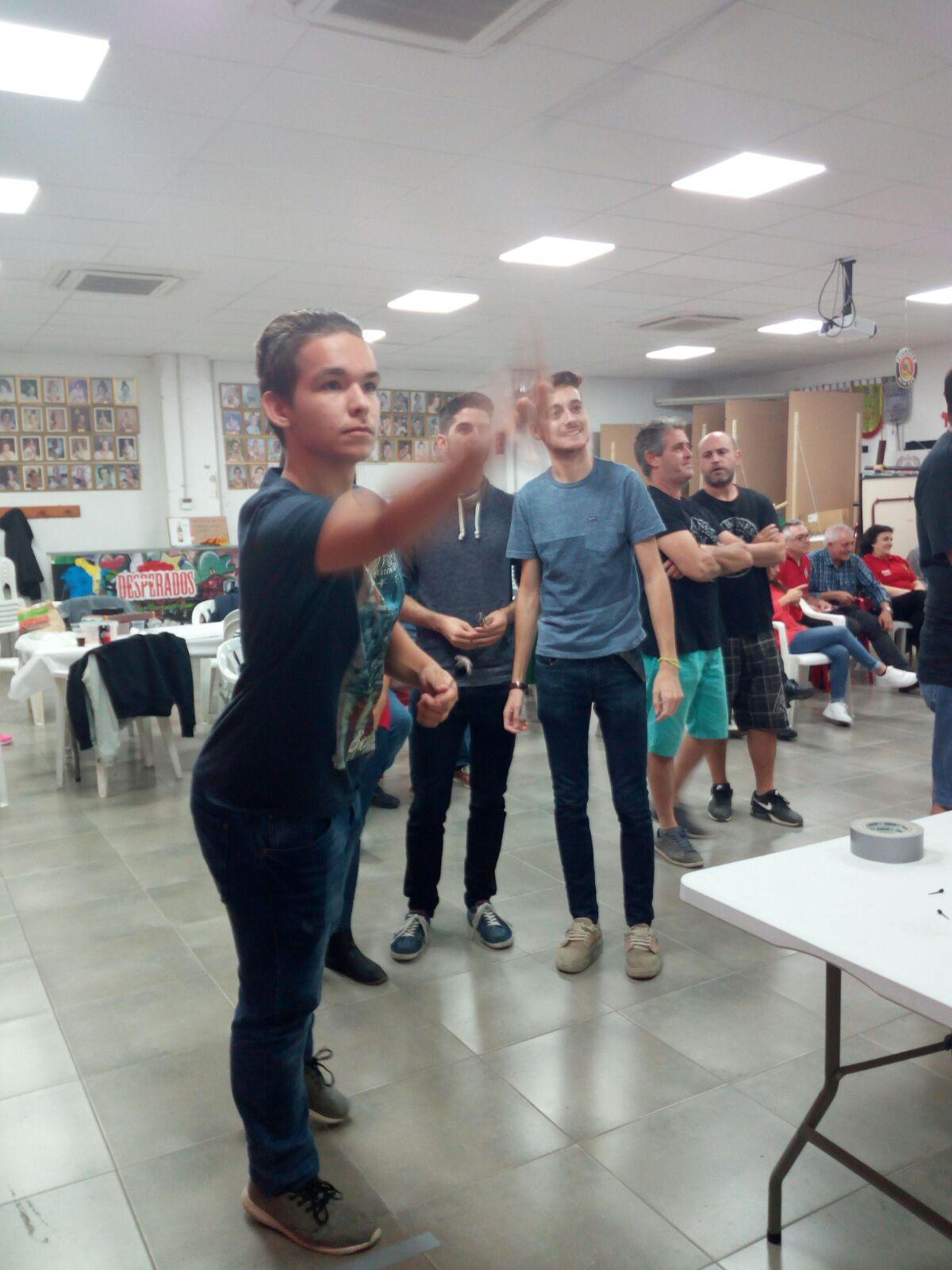 Terceros en el campeonato de Dardos de la Agrupación